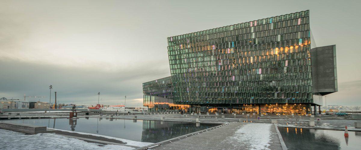 Het opera gebouw van Reykjavík.