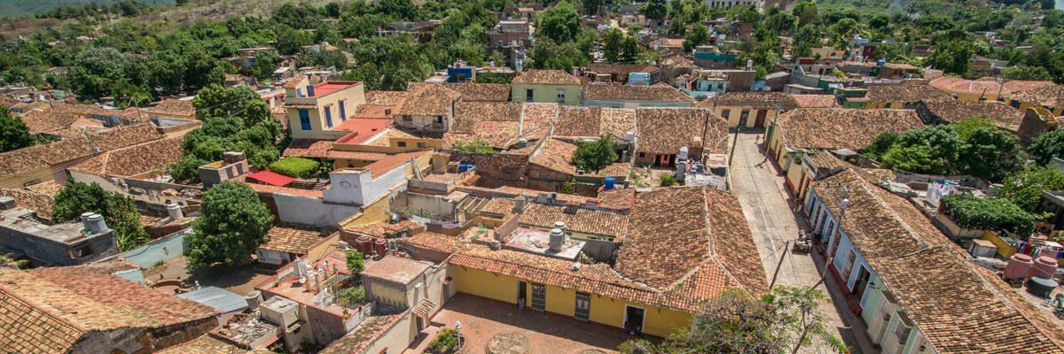 De typisch rode daken van Trinidad.