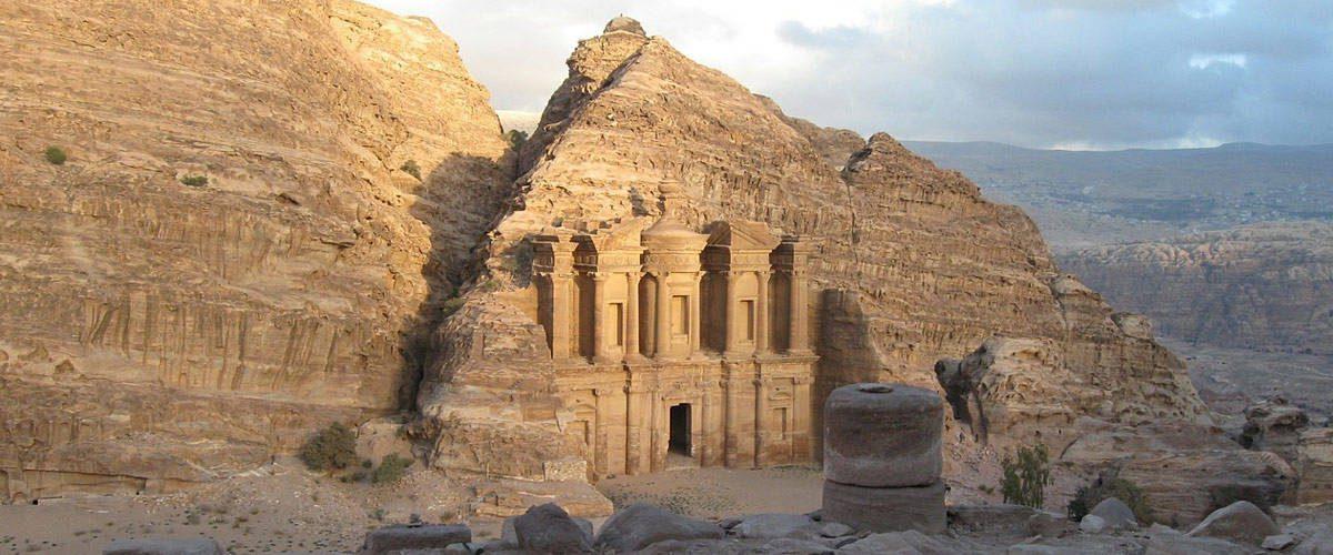Het klooster (monastery) van Petra kan je aanschouwen na een klim op de 800 trappen!