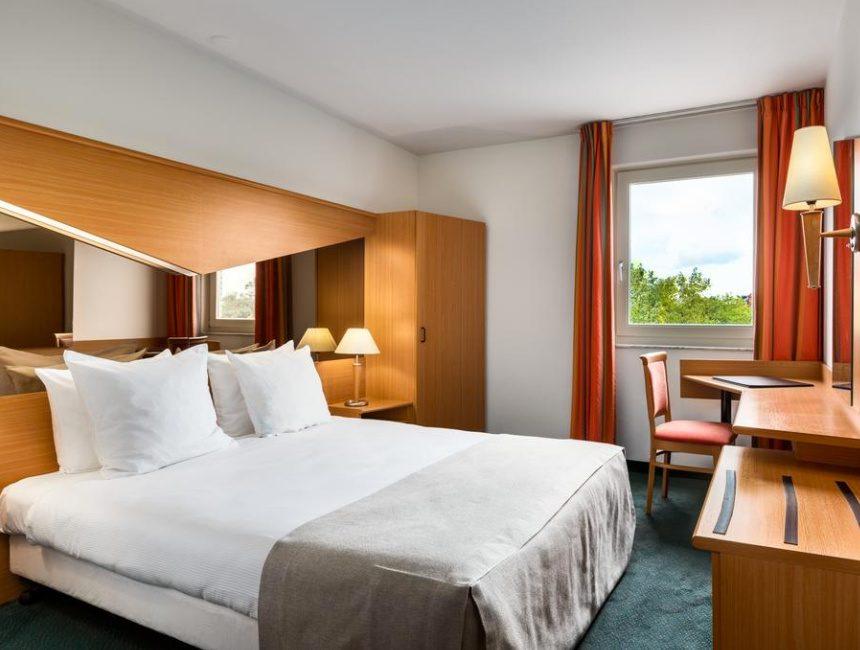 NH Best Hotel Eindhoven Airport park sleep fly