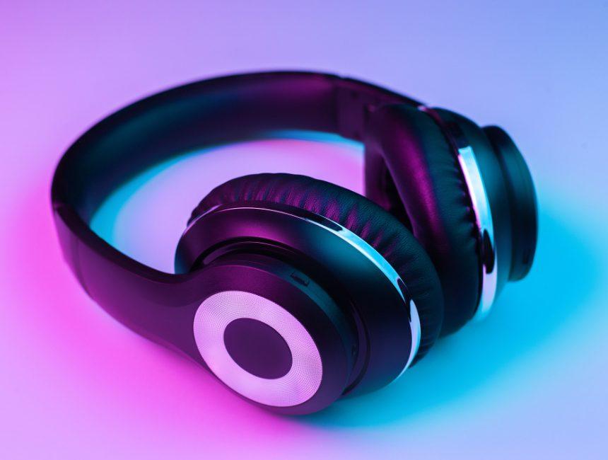 oordopjes of koptelefoon